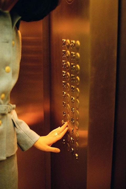 Cần trang bị kiến thức khi sử dụng thang máy gia đình